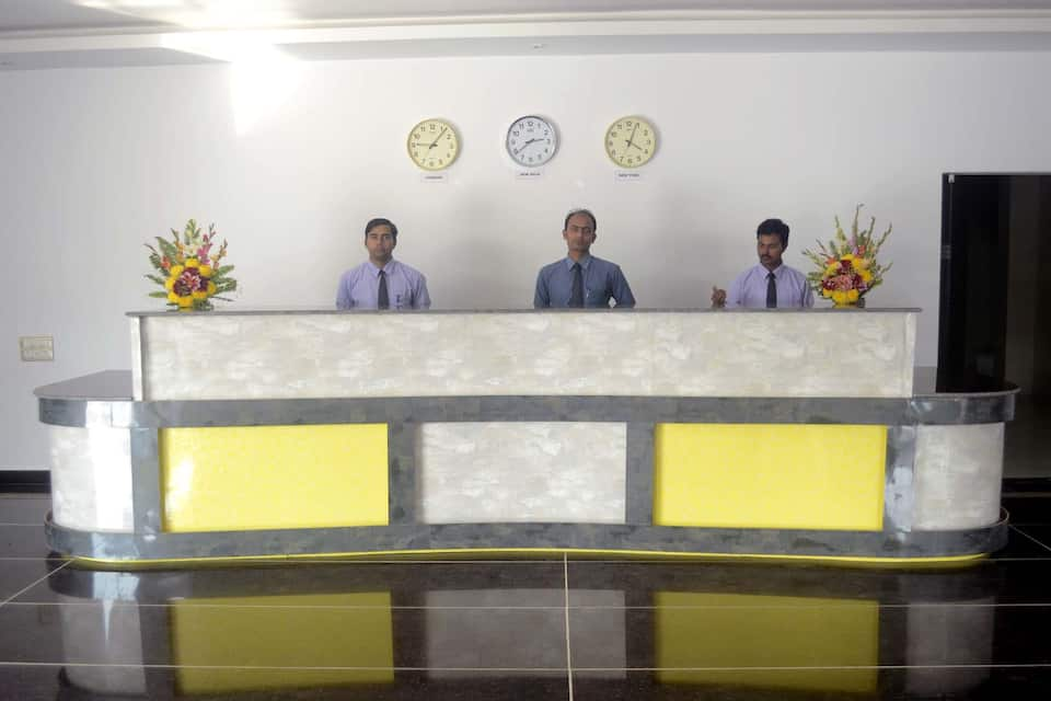 Hotel Girish, Diamond Harbour Road, Hotel Girish