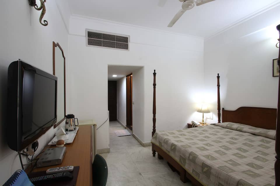 Hotel Palm Greens & Apartments, Saket, Hotel Palm Greens  Apartments