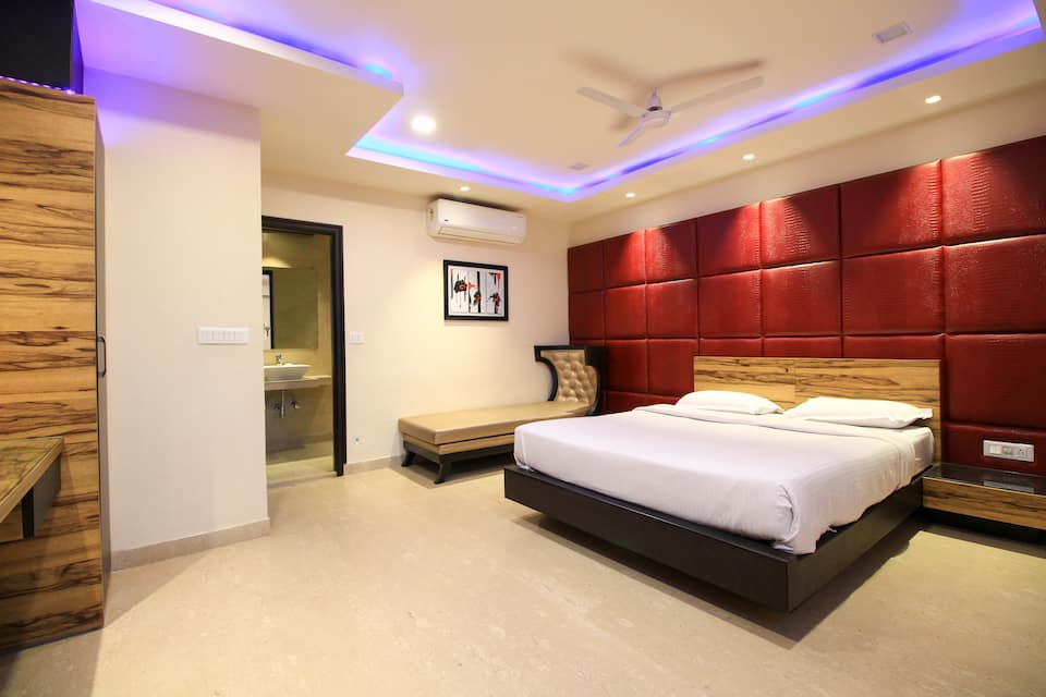 Hotel Aston International, Bhawanipur, Hotel Aston International