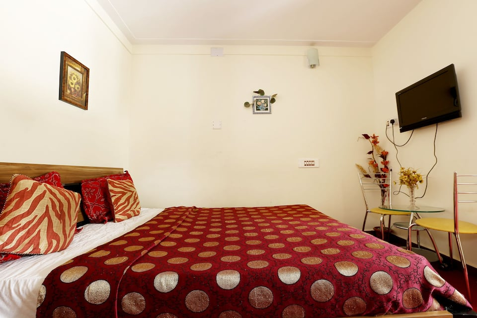 Vels Court Residency, Charring Cross, Vels Court Residency