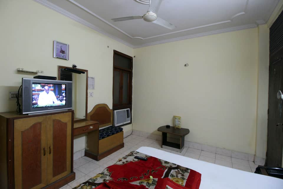 Royal Prince Guest House, Paharganj, Hotel Royal Residency Dx. @ New Delhi Railway Station