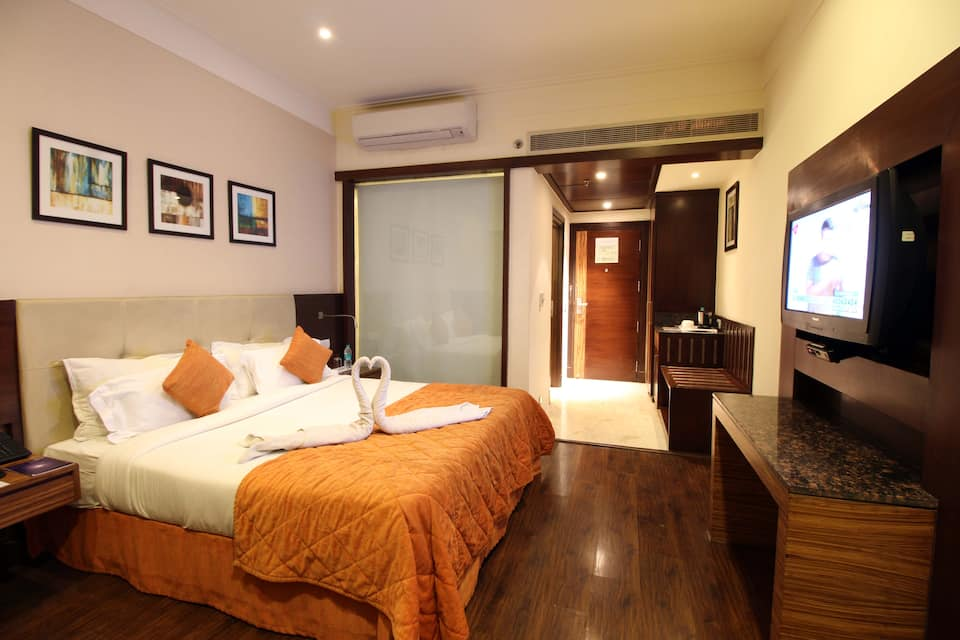 The Golden Palms Hotel, East Delhi, The Golden Palms Hotel