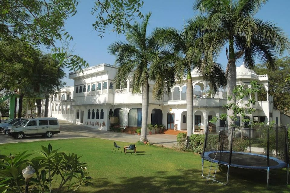 Devendragarh Palace (As a Luxury Paying Guest House), Fateh Sagar Lake, Devendragarh Palace (As a Luxury Paying Guest House)