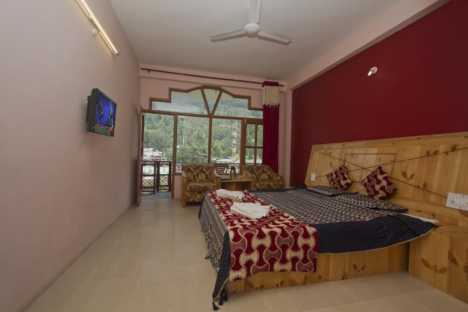 Himanshu Resorts, Model Town, Himanshu Resorts