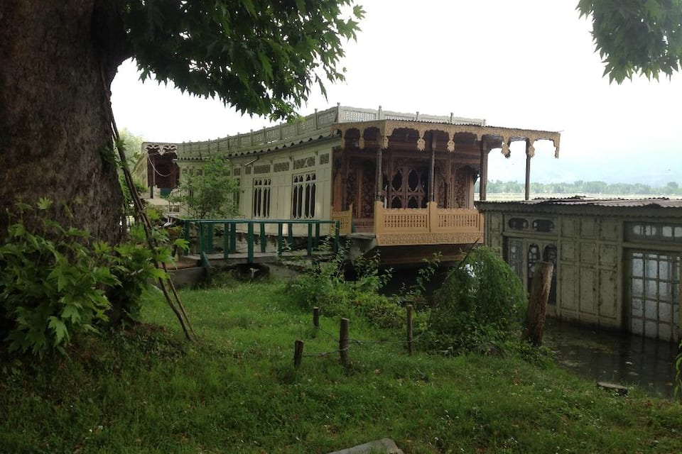 Claremont Houseboats, Dal Lake, Claremont Houseboats