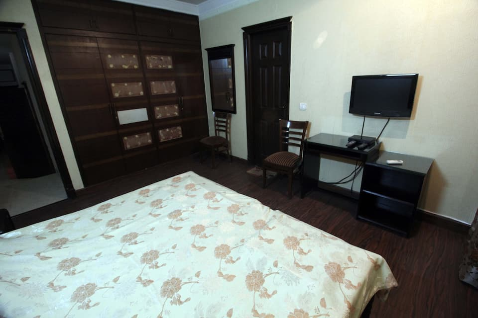 Lotus Bed and Breakfast, South Delhi, TG Stays South Ext. Part 2