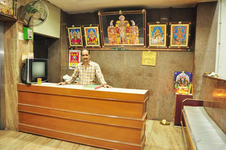 Sri Guru Srinu Residency, South Mada Street, Sri Guru Srinu Residency