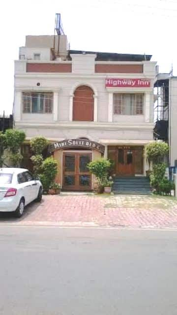 Hotel Highway Inn, Defence Colony, Hotel Highway Inn