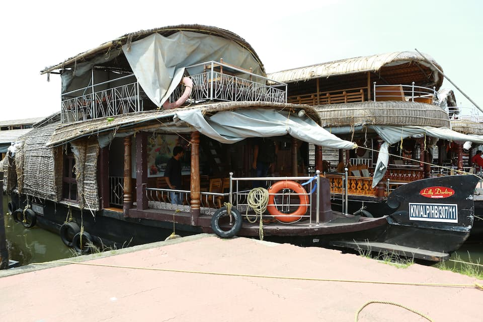 Lilly Darling House Boat