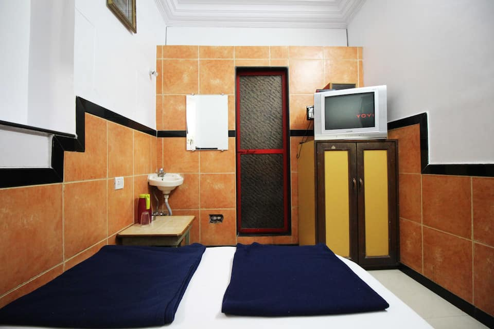 Hotel Swapna International, Grant Road, Hotel Swapna International