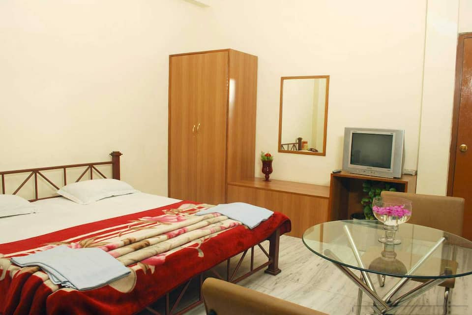 Hotel Chandra Pushp Palace, Kailash Vihar, Hotel Chandra Pushp Palace