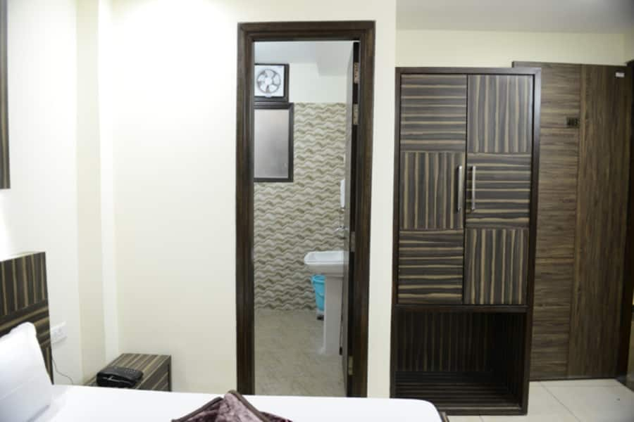 Hotel BS Residency, Near Golden Temple, Hotel BS Residency