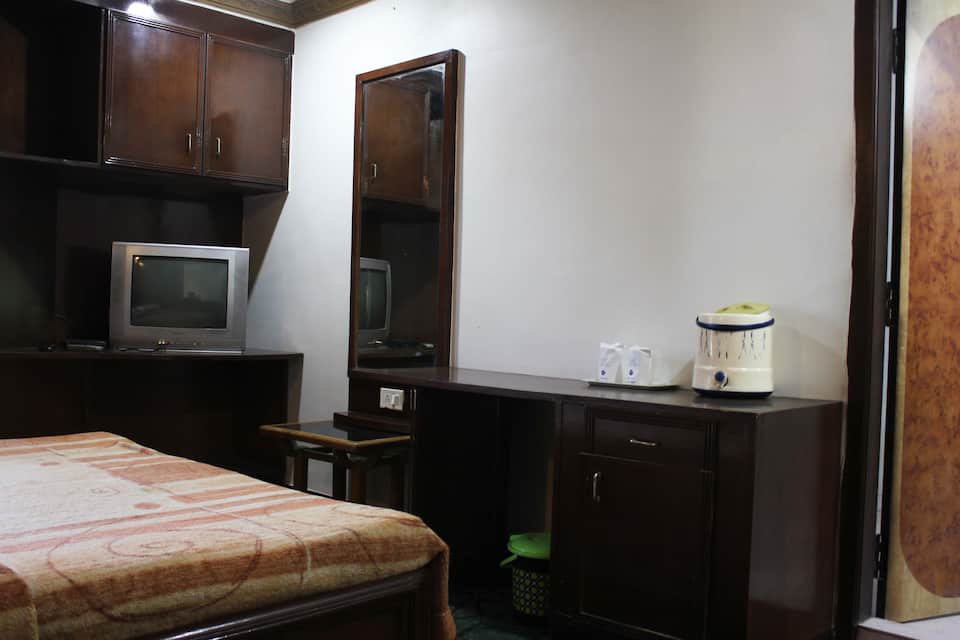 Hotel Travellers Inn, Andheri (East), iStay Hotels Andheri East