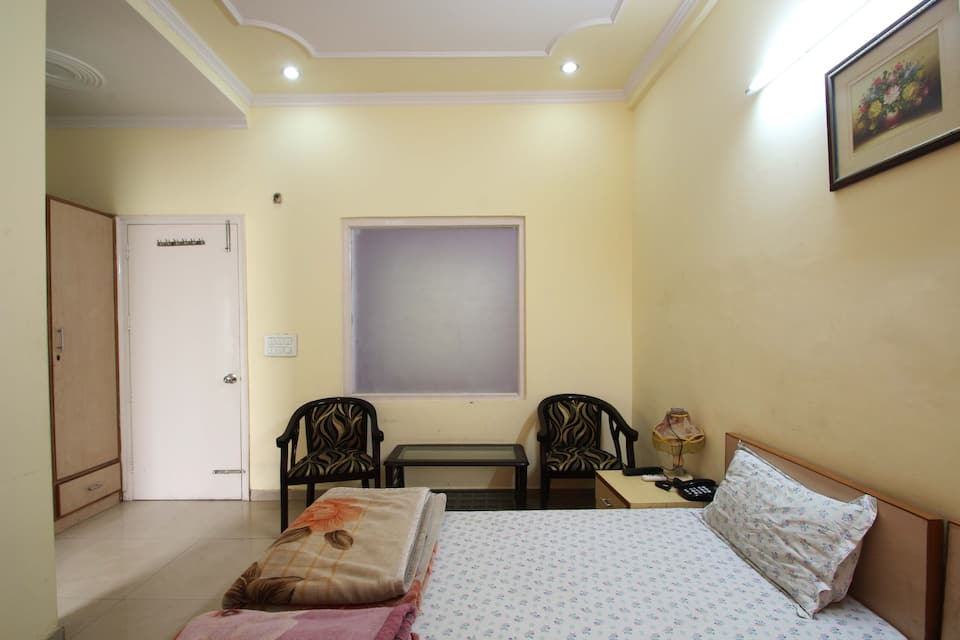 Pratham Guest House, Sector 40, Pratham Guest House