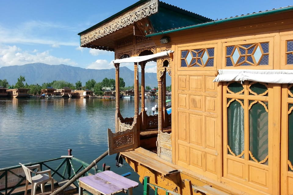 Young Bombay Houseboat, Dal Lake, Young Bombay Houseboat