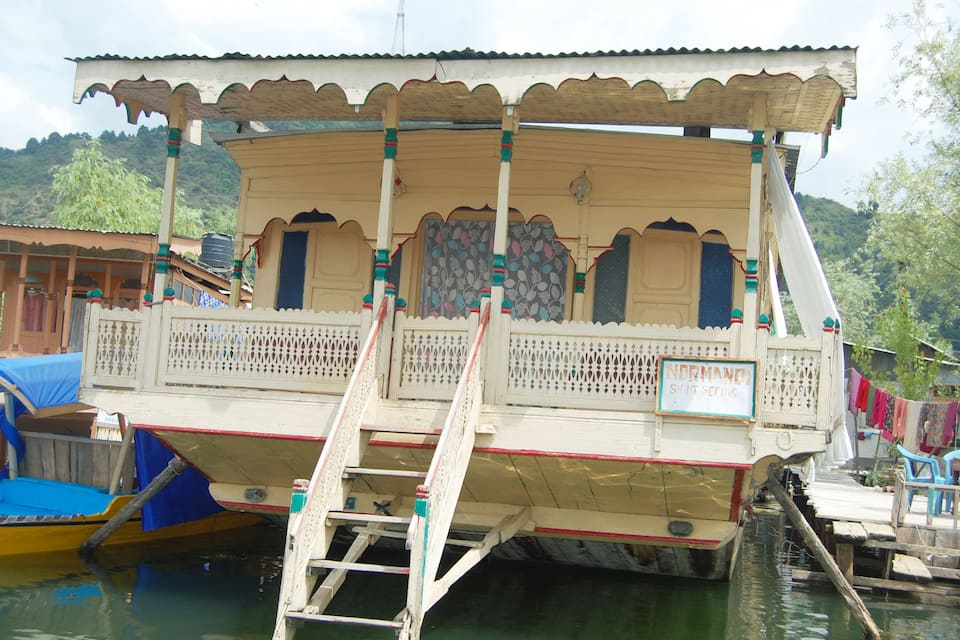 Young Normandi Houseboat, Dal Lake, Young Normandi Houseboat