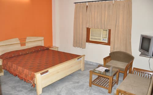 Hotel Sugandh Retreat, Sansar Chandra Road, Hotel Sugandh Retreat