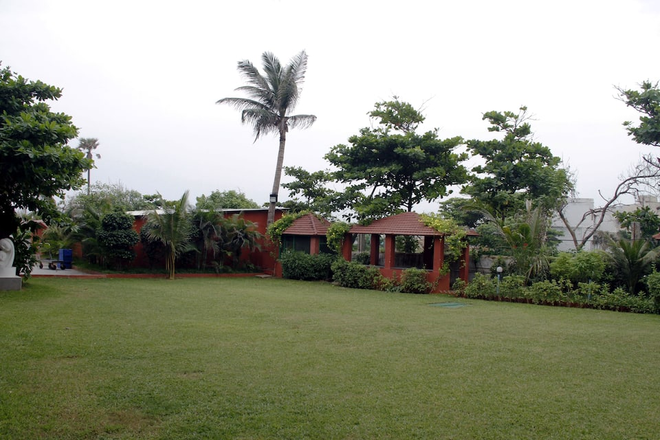 Palm Beach Hotel & Resort, Beach Road, Palm Beach Hotel  Resort