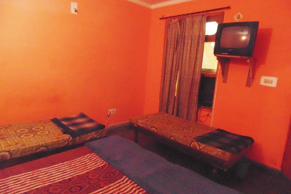 New Dubey Guest House, Main Bazar, New Dubey Guest House
