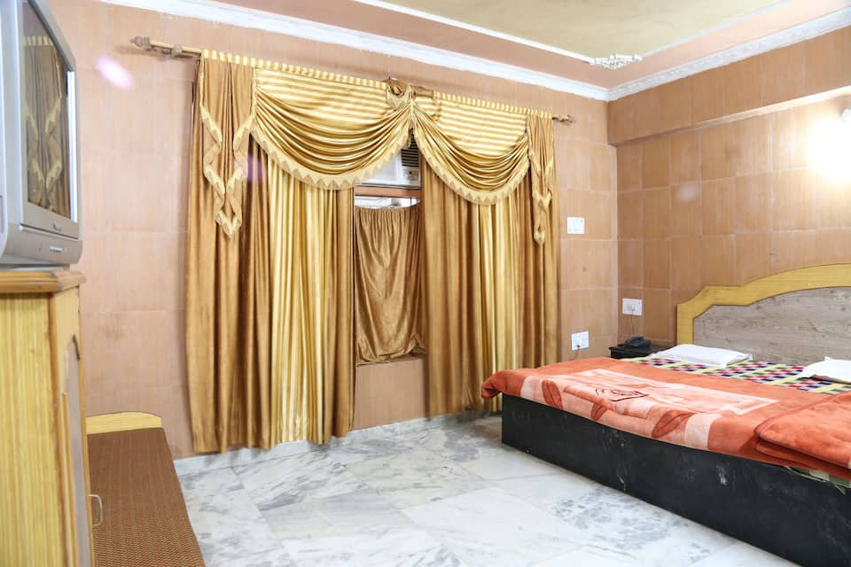 Hotel Holy Shrine, Banganga Road, Hotel Holy Shrine