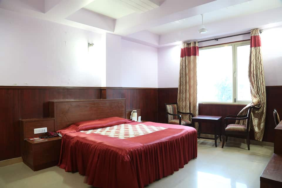 Hotel New Shradha, Railway Road, Hotel New Shradha