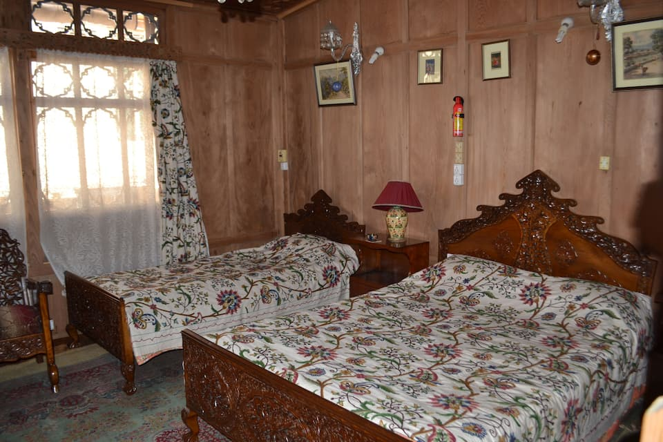 King Rose Houseboat, Dal Lake, King Rose Houseboat