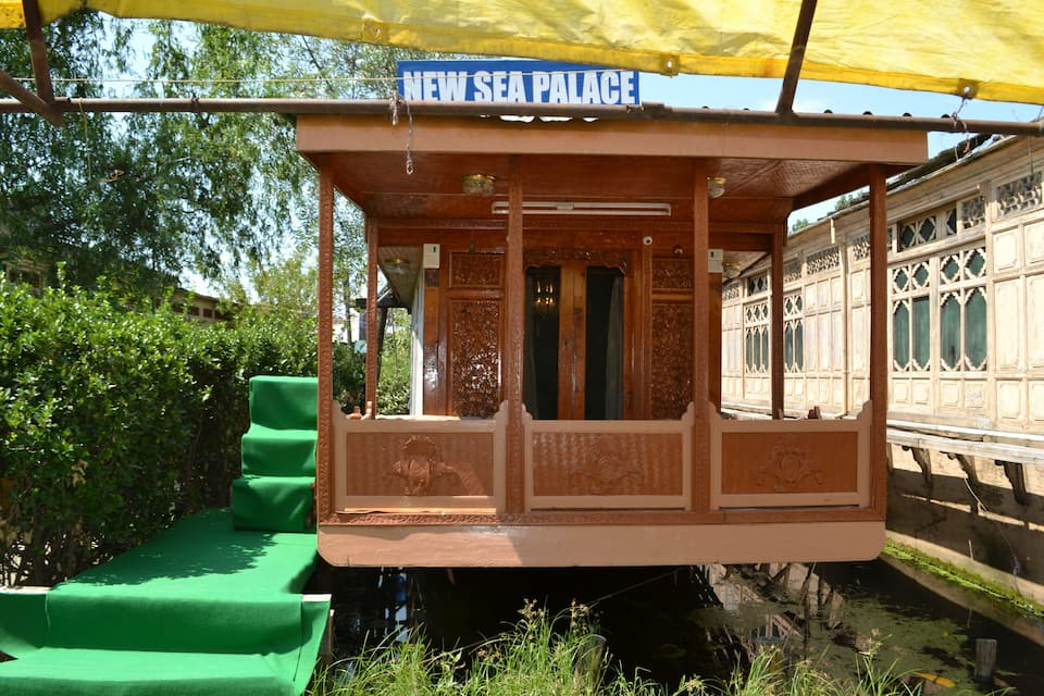 New Sea Palace Group Of House Boats