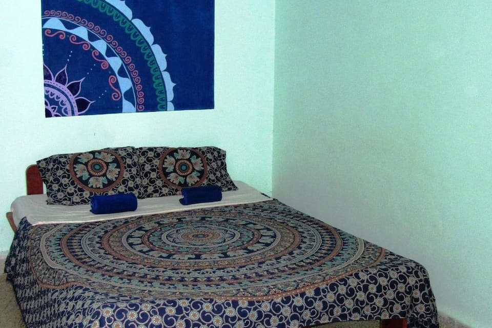 Maria Guest House, Salcette, TG Stays Damodar College