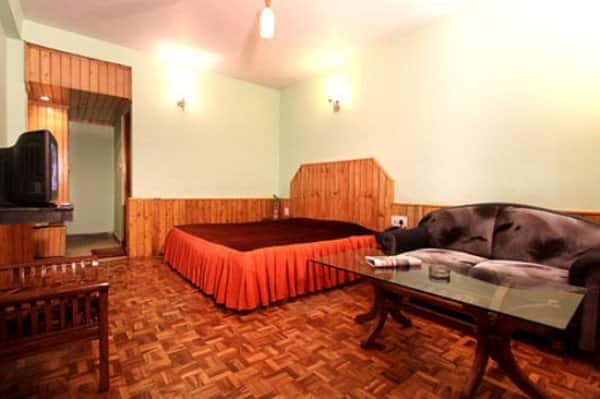 Hotel Hollywood, Vashisht Road, Hotel Hollywood