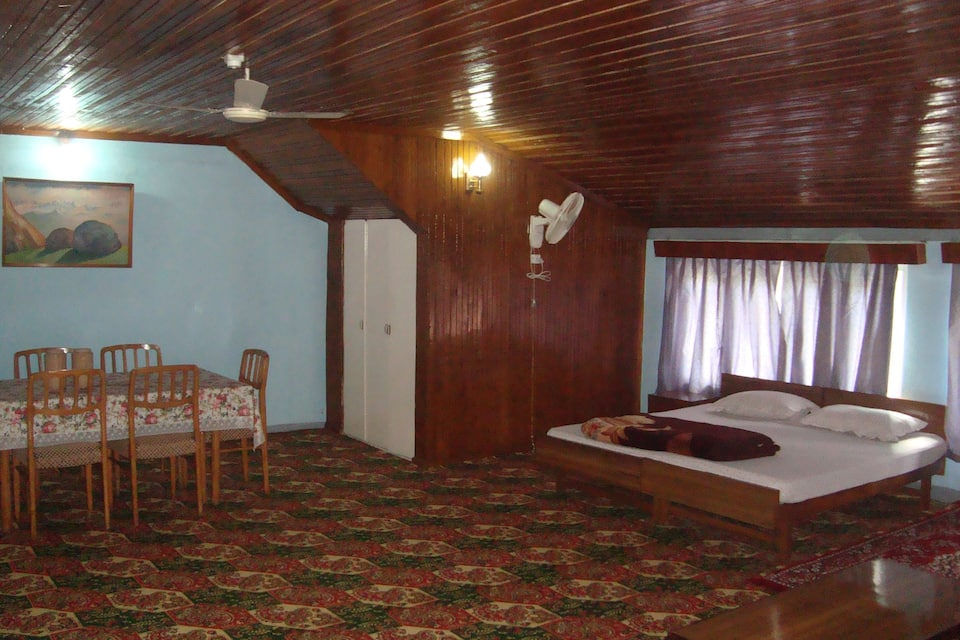 Kusum Guest House, Boulevard road, Kusum Guest House
