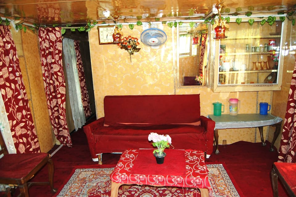 Kings Ring Houseboat, Dal Lake, Kings Ring Houseboat