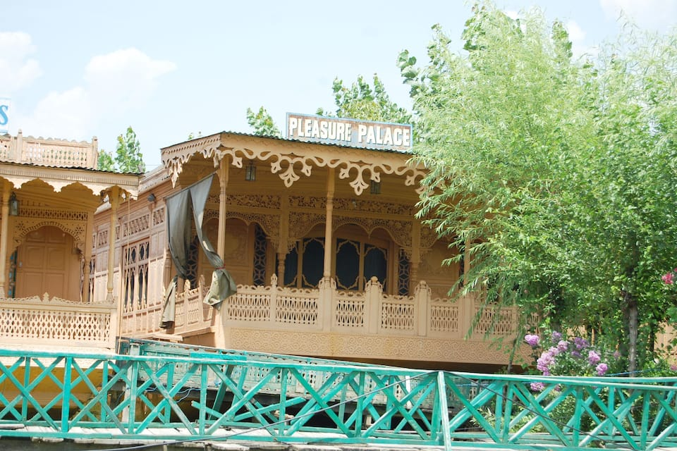 Pleasure Palace House Boat, Dal Lake, Pleasure Palace House Boat