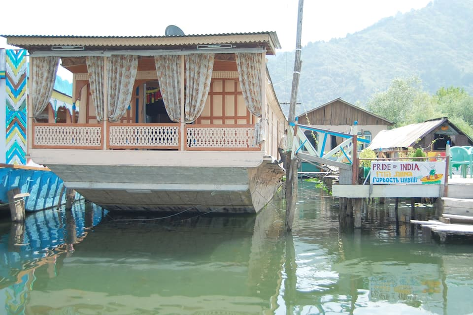 Pride of India Houseboat