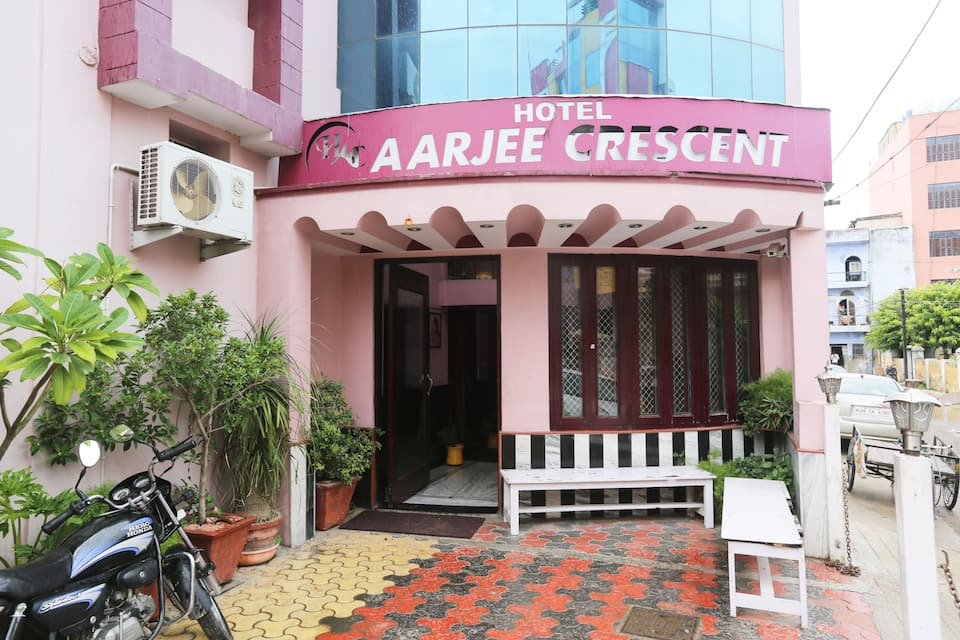 Hotel Aarjee Crescent, Station Road, Hotel Aarjee Crescent