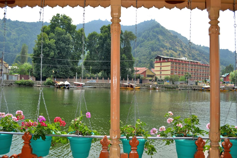 Indoora Houseboat, Dal Lake, Indoora Houseboat