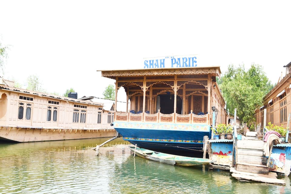 Shah Parie Houseboat