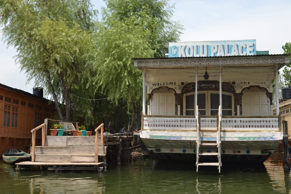 Kolu Houseboat