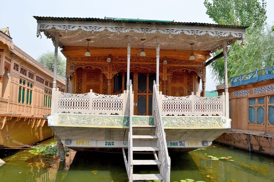 Khar Palace Houseboat