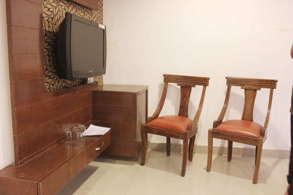 Hotel Swarn Plaza, Near Golden Temple, Hotel Swarn Plaza