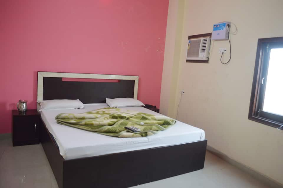 Hotel Sondhi International, Near Bus Stand, Hotel Sondhi International