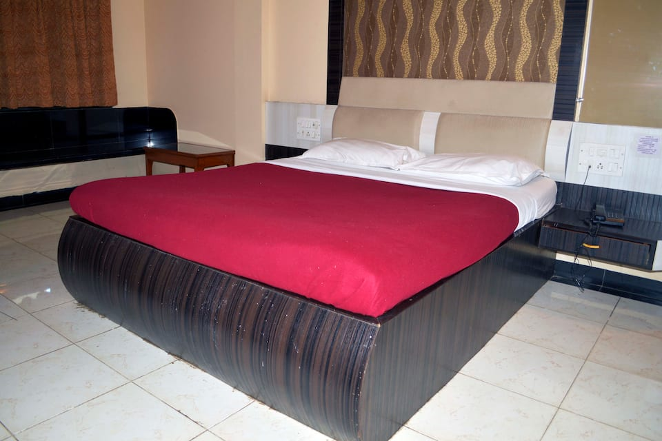 Saibaba International Hotel, Nagar Manmad Road, Saibaba International Hotel