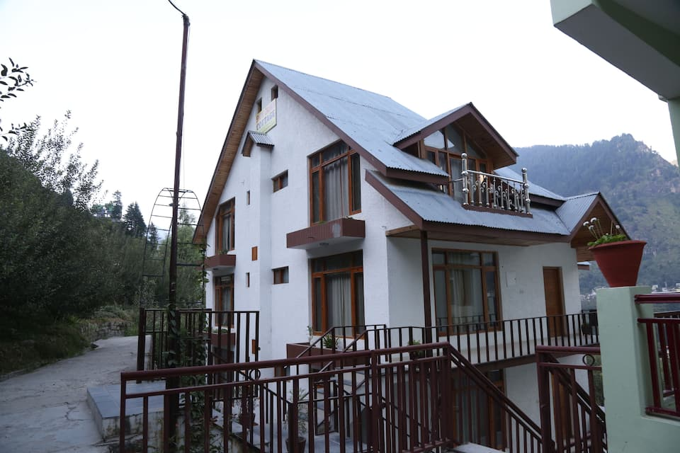 Snow Crown Cottage, Kanyal Road, Snow Crown Cottage