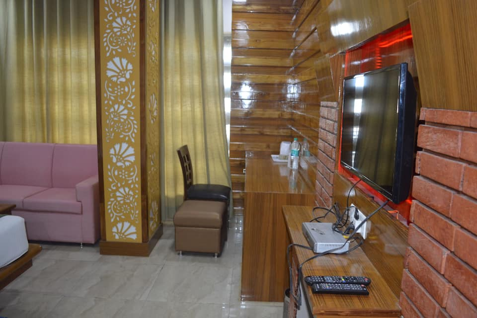 The Golden Oyster, Saharanpur Road, The Golden Oyster