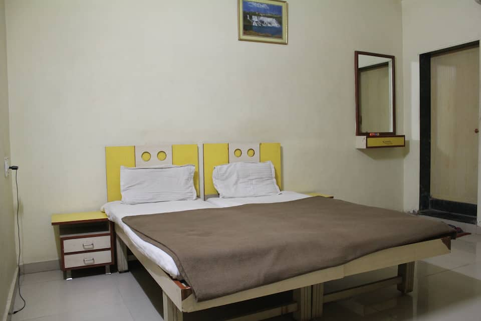 Sanjay Lodge, Shukrawar Peth, Sanjay Lodge