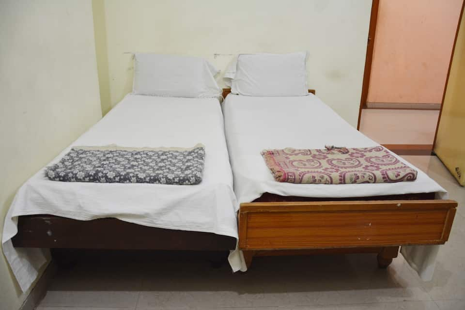 Hotel Sai Raj Lodging, Station Road, Hotel Sai Raj Lodging