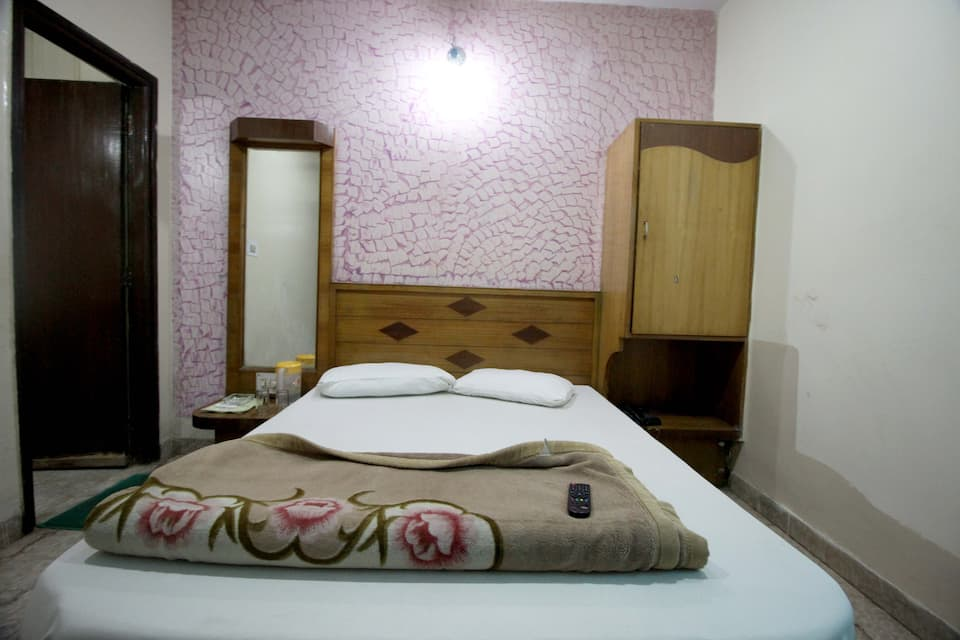 Hotel J J International, Paharganj, Hotel J J International
