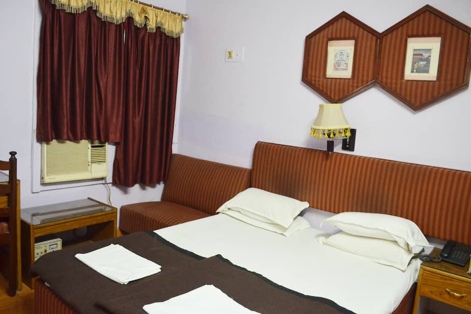 Hotel Charans International, Vidhan Sabha Marg, Hotel Charans International