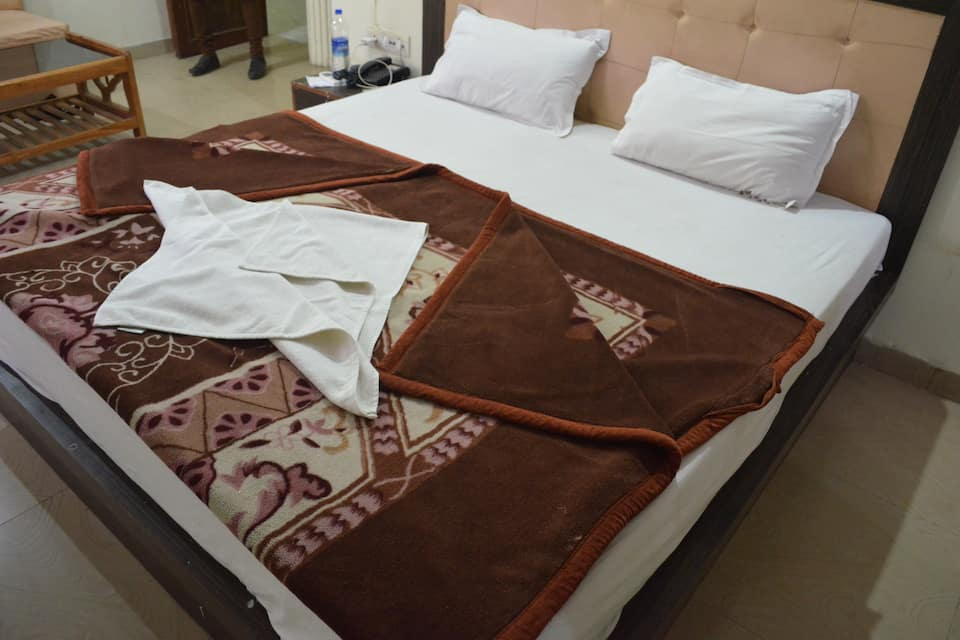 Hotel Diamond, Hussainganj, Hotel Diamond