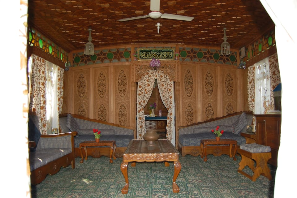 New Lucifer Houseboat, Dal Lake, New Lucifer Houseboat