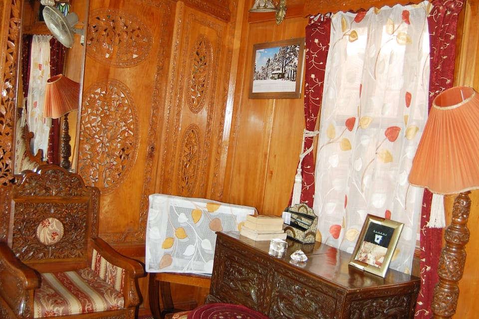 High Land Queen Houseboat, Dal Lake, High Land Queen Houseboat